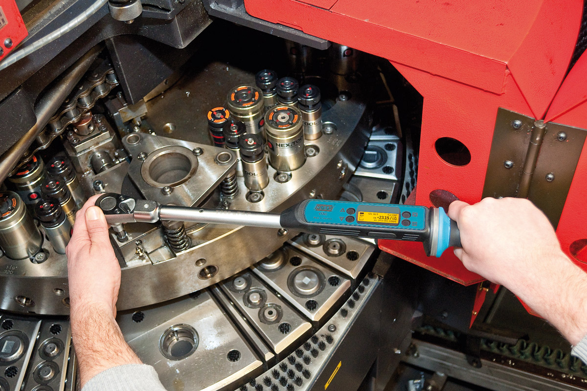 hazet-electronic-torque-wrench-application